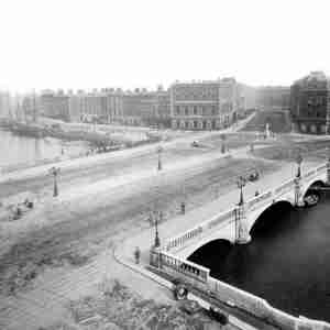 O'Connell Bridge - Construction (1880)